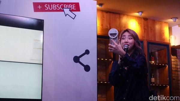 Vlogger Cantik Han Yoo Ra: Haters Bisa Bawa Rezeki