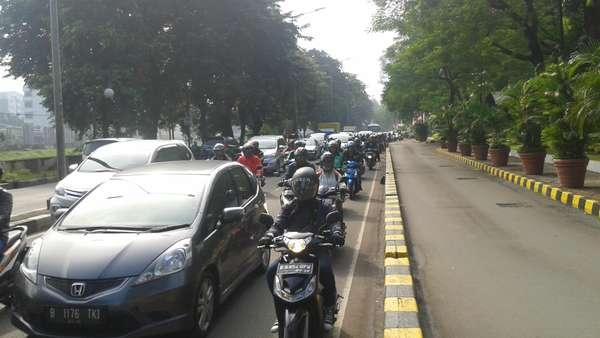Imbas Ganjil Genap, Jalur Alternatif di Jl Penjernihan-Karet Bivak Padat