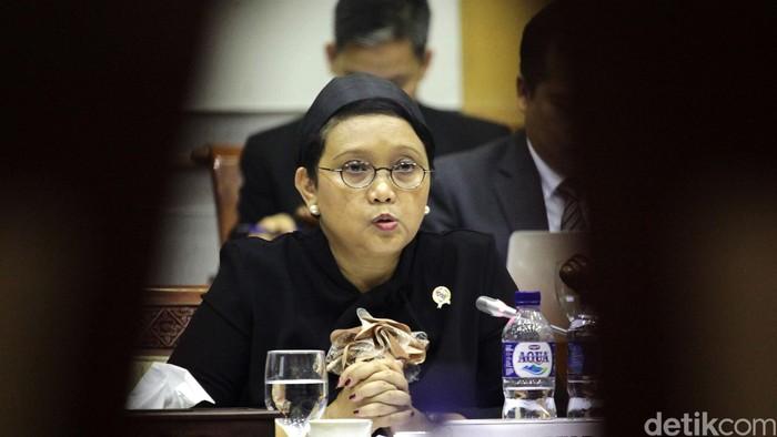 Menteri Luar Negeri Retno Marsudi dan Komisi I DPR menggelar rapat kerja di Kompleks Parlemen, Senyan, Jakarta, Rabu (31/8/2016). Rapat membahas mengenai isu-isu terkini, salah satunya soal penahanan mahasiswa Indonesia di Turki.