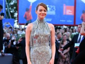 Foto: Cantiknya 5 Gaun Selebriti Hadiri Venice Film Festival