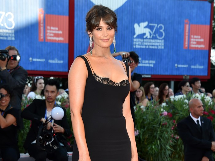 VENICE, ITALY - AUGUST 31:  Jury member Gemma Arterton attends the opening ceremony and premiere of La La Land during the 73rd Venice Film Festival at Sala Grande on August 31, 2016 in Venice, Italy.  (Photo by Pascal Le Segretain/Getty Images)