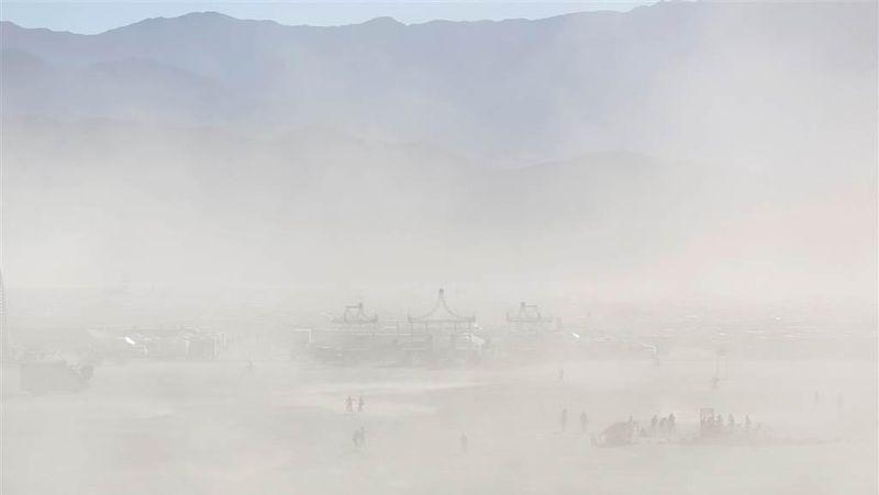 Diselenggarakan pertama kali pada tahun 1986 oleh Larry Harvey dan temannya, Festival Burning Man menjadi ajang pertemuan para komunitas dan pecinta seni. Sejumlah instalasi seni pun dibuat untuk memeriahkan acara (Jim Urquhart/Reuters)