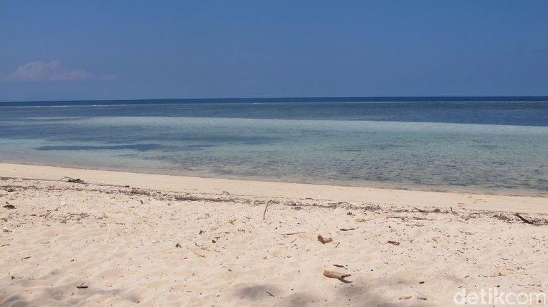 Pantai Koguna berada di Desa Mopano, Kecamatan Lasalimo Selatan, Buton. Jarak dari pusat Kota Buton sekitar 2 jam naik mobil dengan medan berkelak-kelok (Afif/detikTravel)