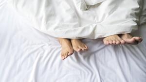 Saran Pakar Seks Tentang Posisi Bercinta di Malam Pertama