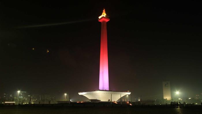 Pemandangan Jakarta malam hari dari Tugu Monas