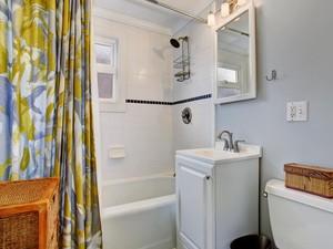 Tips Mengusir Kuman Membandel dari Tirai Shower Kamar Mandi