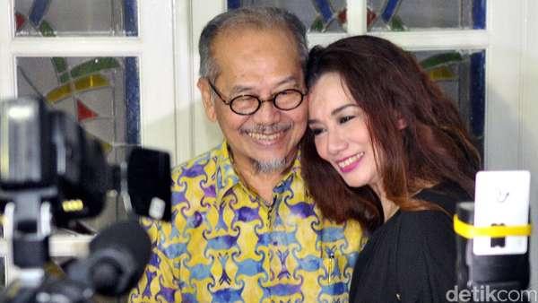 Sambutan Hangat Keluarga untuk Reza Artamevia