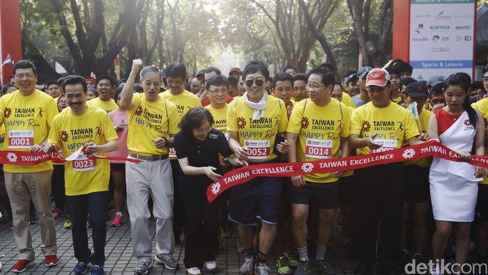Acara diisi dengan beragam kegiatan termasuk lari sehat yang diikuti olh kurang lebih 6500 peserta.