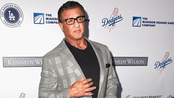 Nggak cuma Arnold Schwarzenegger, deretan aktor ini juga alami masalah yang hampir sama. Usia yang tak lagi muda membuat mereka kesulitan menjaga tubuh kekarnya