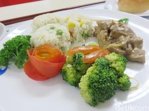 <i/>Beef Goulash</i> dan Ayam  Hainan untuk Pasien Sakit Ginjal dan Diabetes