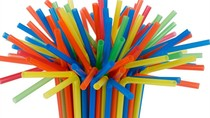 Wajib Tahu! 5 Alasan Sebaiknya Berhenti Pakai Sedotan Plastik
