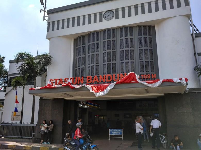 Longsor, 4 Perjalanan Kereta Api dari dan ke Bandung Tertahan