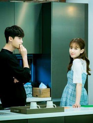 Korean Style: Gaya Feminin Aktris Han Hyo Joo di Drama 'W'