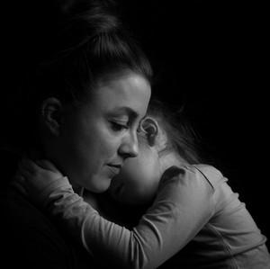 Siapa Lebih Rentan Stres: Ibu Muda yang Bekerja atau Tinggal di Rumah?