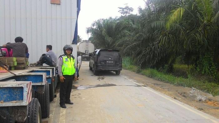 Ilustrasi jalan di Sumatera (Foto: Chaidir Anwar T/detikcom)