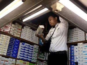 Razia Obat Ilegal di Pasar Pramuka