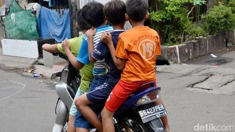 Anak di bawah umur mengendarai motor Foto: Foto Hary Yady Pratama