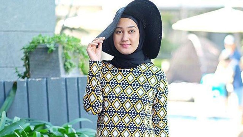 Foto: Inspirasi Baju Renang Hijabers dari Dian Pelangi Hingga Zaskia Sungkar