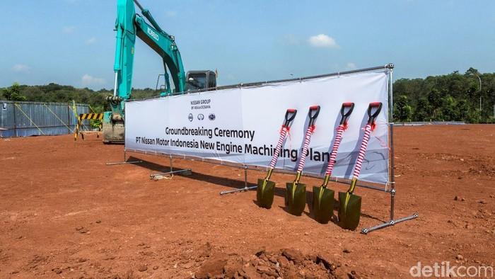 PT. Nissan Motor Indonesia (NMI) telah memulai pembangunan pabrik baru yang akan memproduksi mesin dan transmisi di Indonesia. Seremoni peletakan batu pertama dilakukan di lokasi yang berada dalam area pabrik NMI yang sudah ada sebelumnya di Purwakarta. Kehadiran pabrik baru dengan tambahan investasi 3,4 milyar yen ini merefleksikan komitmen Nissan terhadap pasar Indonesia.     Pabrik baru ini akan dibangun di atas lahan seluas 3.000 m2, dan nantinya akan diisi dengan line produksi engine machining, yang nantinya memungkinkan NMI untuk memproduksi mesin dan transmisi secara lokal. Total kapasitas produksi dari pabrik ini akan mencapai 96.000 unit per tahun. Rencananya, pabrik akan mulai beroperasi pada September 2017 mendatang.