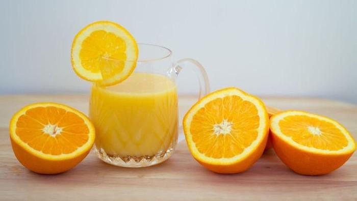 Menurut sebuah studi, jus jeruk berkaitan dengan kematian dini. Foto: Getty Images