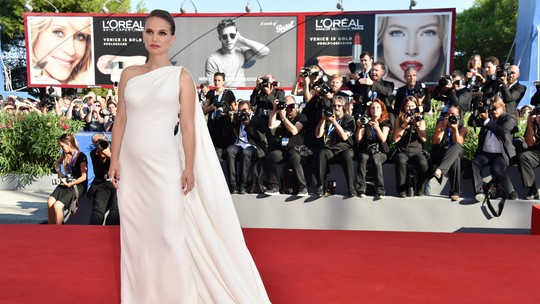 Hamil Anak Kedua, Natalie Portman Tetap Anggun