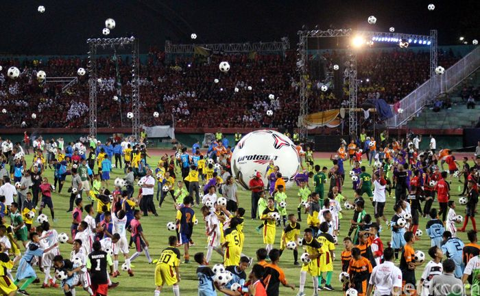 Acara Haornas diawali dengan festival juggling yang dilakukan oleh seribu anak-anak. Ist/Kemenpora.