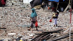 Penggunaan plastik sudah dilarang di sejumlah wilayah di Indonesia, sehingga untuk membungkus daging kurban menjadi dipertanyakan apa yang baik untuk digunakan.