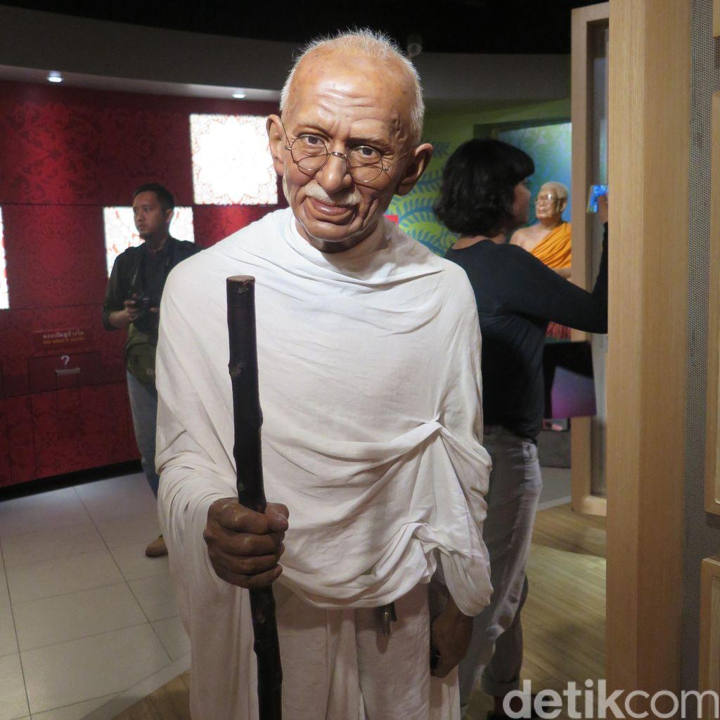 Dianggap Rasis, Patung Mahatma Ghandi di Ghana Diturunkan
