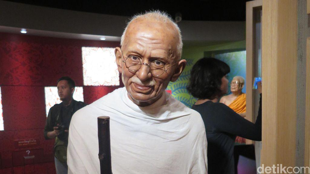 Dianggap Rasis, Patung Mahatma Gandhi di Ghana Diturunkan