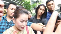 Linna Teguh datang bersama kuasa hukumnya Vidi Galenso Syarif untuk melaporkan akun istagram Lambe_Turah. Pool/Ismail/detikFoto.