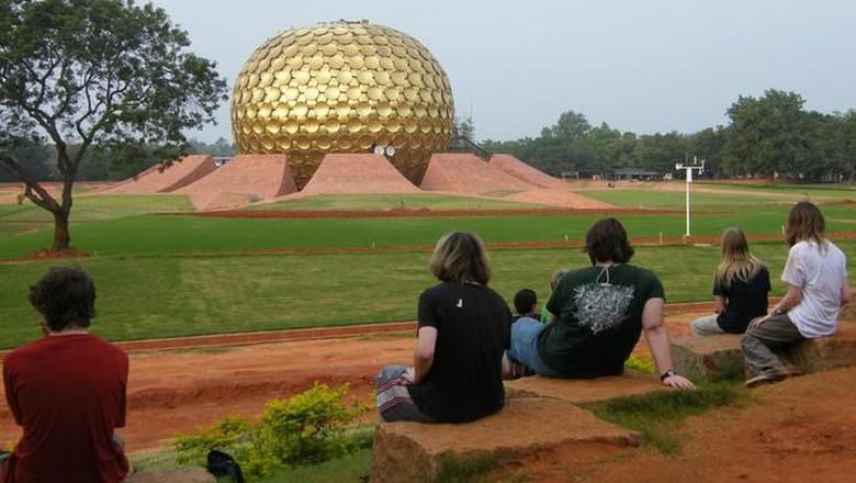 Kubah emas Matrimandir di Auroville (Auroville.org)