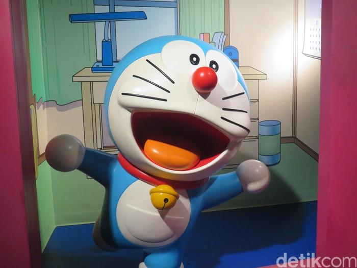 Patung lilin dari karakter manga asal Jepang Doraemon saat dipamerkan di Museum Madame Tussauds di Bangkok, Thailand.