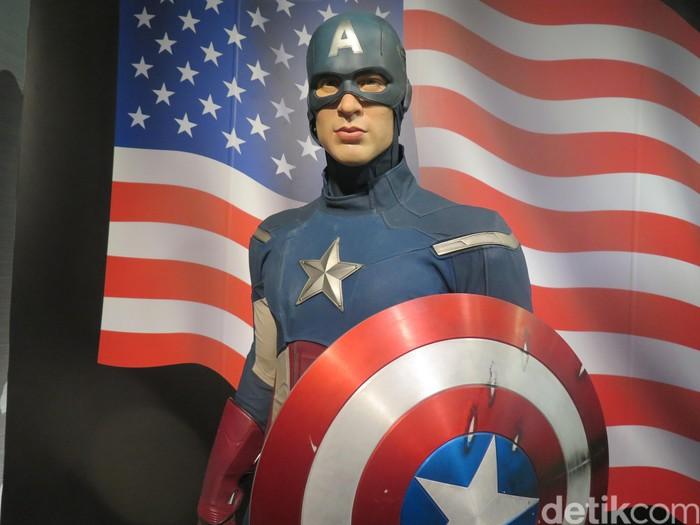 Patung lilin dari karakter komik Captain America saat dipamerkan di Museum Madame Tussauds di Bangkok, Thailand.