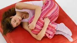 Sebagian orang tanpa sadar meneteskan air liurnya alias ngiler saat tidur di malam hari. Sebelum sibuk cari cara mencegahnya, kenali dulu penyebabnya.