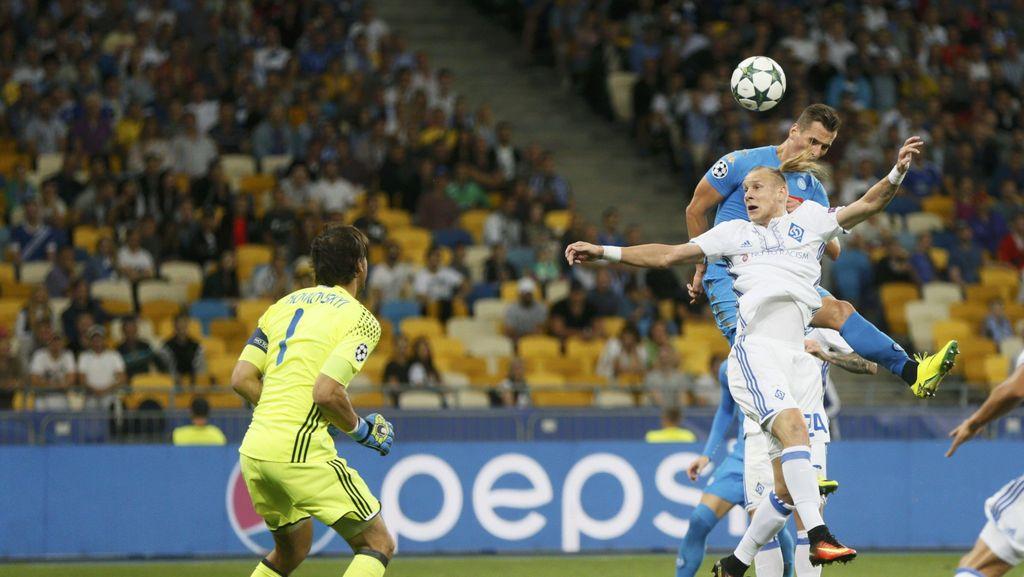 Dua Gol Milik Menangkan Napoli