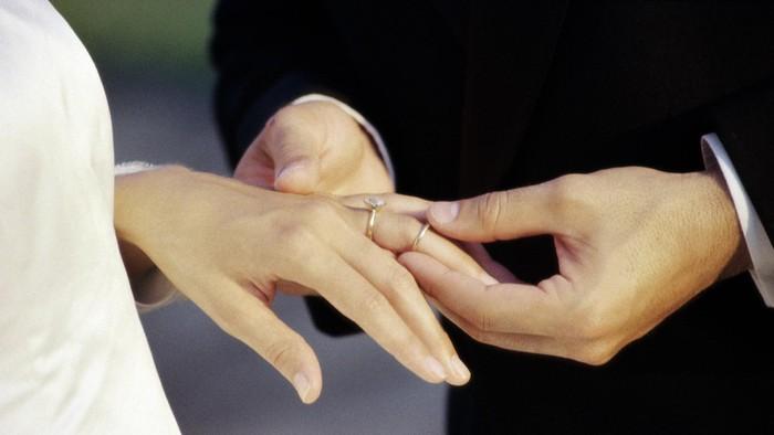 Sah-sah saja menikah dengan modal yang murah. Foto: Thinkstock