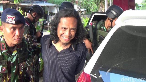 Basri digiring ke RS Bhayangkara Palu, Rabu 14 September 2016