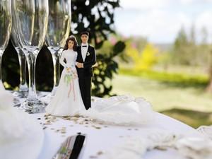 Viral, Undangan Pernikahan Bagi-bagi Tamunya ke Dalam Kelompok karena Corona