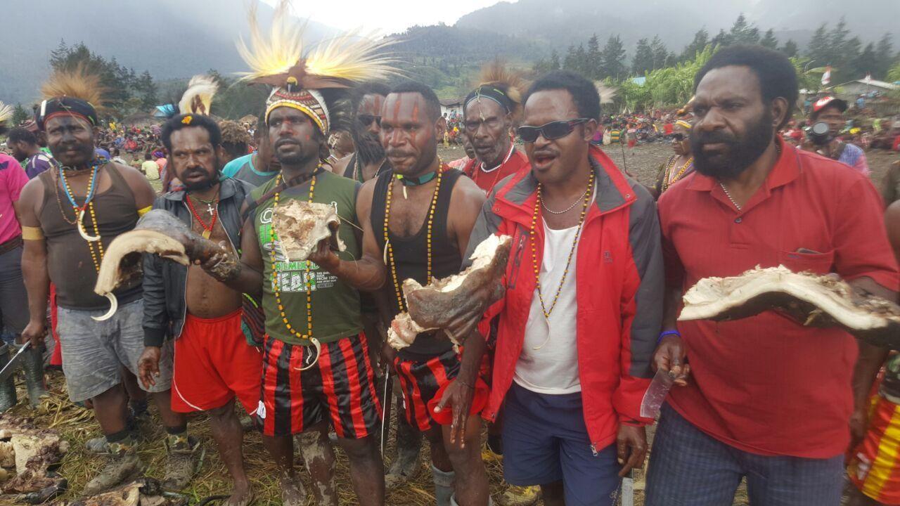 Warga Kabupaten Puncak menari bersukacita (Istimewa)