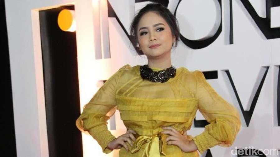 Pesona Para Seleb Wanita di Indonesia Television Awards 2016