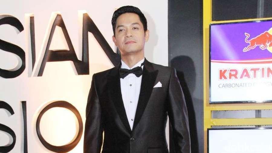 Pesona Para Seleb Pria di Indonesia Television Awards 2016