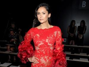 <i>Red Hot</i> Nina Dobrev Seksi Dengan Dress Menerawang