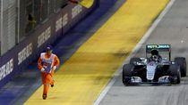 Tentang Lari Kencang Marshal GP Singapura Saat Dikejar Mobil F1