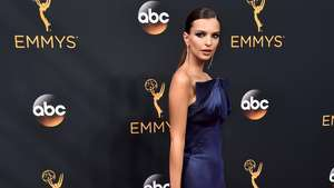 Keanggunan Para Artis Bergaun Biru di Emmy Awards 2014