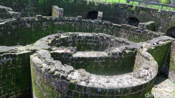 Film Trinity, The Nekad Traveler Eksplor Tempat Bersejarah di Manila
