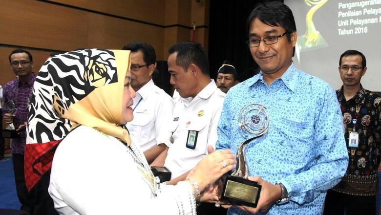 Kemenhub Serahkan Penghargaan Unit Pelayanan Publik Berprestasi