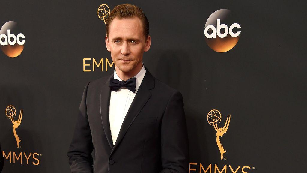 Mengungkap Tipuan Tom Hiddlestone di Jalan Cerita Loki