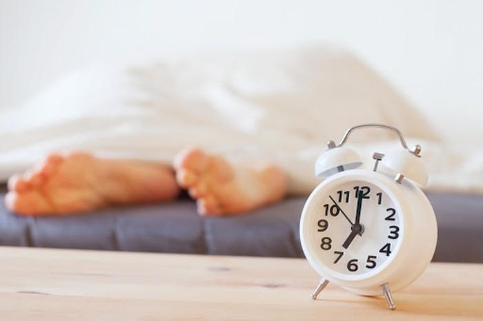 Bangun kesiangan sehingga durasi tidur kelamaan, akan memicu produksi kortisol. Dikenal sebagai hormon stres, hormon ini juga merangsang nafsu makan berlebih. Foto: Thinkstock