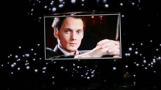 Para Pemenang Sekaligus Momen Terbaik di Emmy Awards 2016