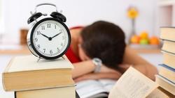 Sulit tidur di malam hari bisa dikarenakan beberapa hal berikut. Simak selengkapnya di sini.